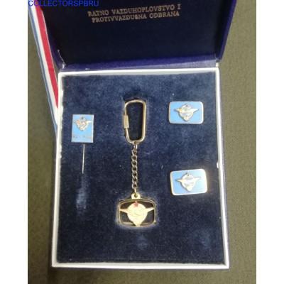 Набор в коробке Югославия ВВС. Брелок, фрачный значок, запонки. Металл, эмаль.