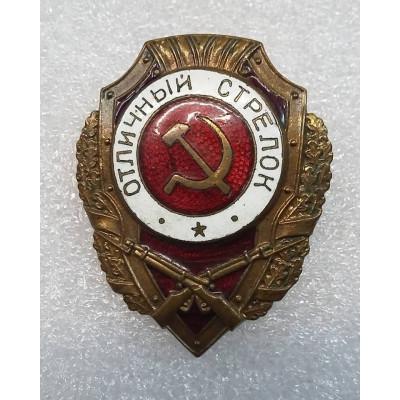 """Знак """"Отличный стрелок"""". 1947 год."""